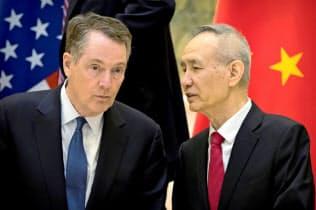 米中貿易協議は米通商代表部(USTR)のライトハイザー代表(左)と中国の劉鶴副首相が責任者を務める=ロイター