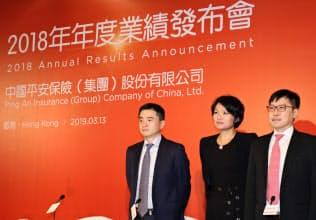 中国平安保険の陳心穎・共同CEO(中)はフィンテック事業に自信を示した