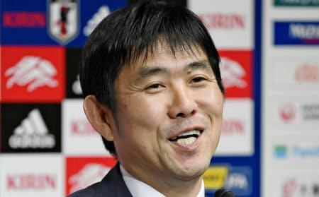3月の国際親善試合に臨む日本代表メンバーを発表する森保監督。アジアカップから13人を入れ替えた=共同