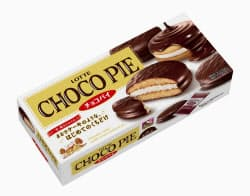ロッテが自主回収を発表した「チョコパイ 6個入り」=共同
