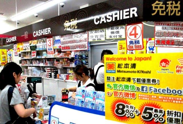マツキヨHDは外国語の表記や説明を増やし、訪日客が商品を選びやすくする(18年5月、有楽町イトシアプラザ店)