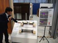 施設にはYKKAP製品の特徴を解説する展示が並ぶ(富山県黒部市)