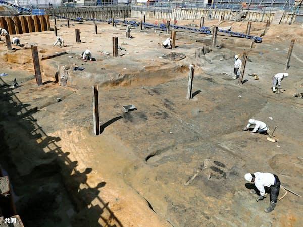 大坂城三ノ丸で見つかった佐竹義宣の大名屋敷とみられる建物跡の発掘現場(大阪市)=共同