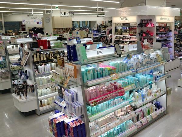1万点以上が並ぶドラッグストアの店内に、次世代のロングセラーが眠っているかもしれない(東京都中央区の「B.B.ON日本橋店」)