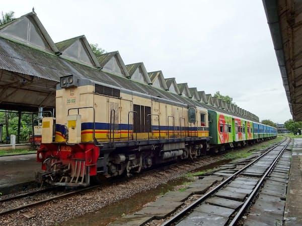 ミャンマーでは数十~百年前に開通した鉄道の大型改修が進む