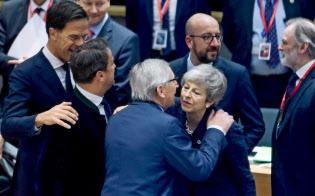 離脱を巡り、EU首脳会議は英国に早期決断を迫った(21日、?#33437;轔濂氓互耄?ロイター