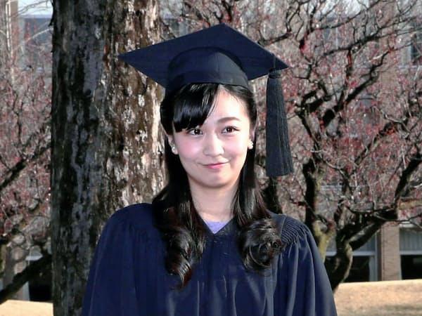 国際基督教大の卒業式を前に、写真撮影に応じられる秋篠宮家の次女佳子さま(22日午前、東京都三鷹市)=代表撮影