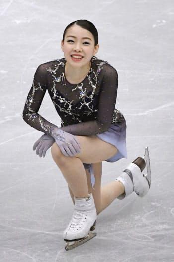 フィギュアスケート世界選手権の女子フリーの演技を終え、笑顔を見せる紀平梨花。日本勢最高の4位に入った(22日、さいたまスーパーアリーナ)=共同