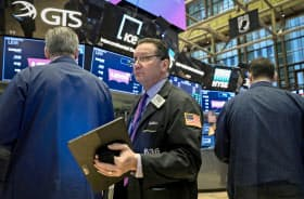 大幅に下落した22日のニューヨーク証券取引所=ロイター