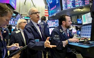 22日のダウ工業株30種平均は460ドル安と大幅に下落した(ニューヨーク証券取引所)=ロイター