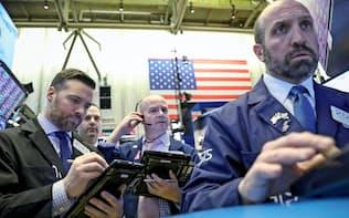 大幅下落した22日のニューヨーク証券取引所=ロイター