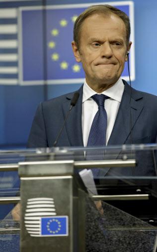 21日の記者会見に臨む欧州連合(EU)のトゥ?#25915;?#22823;統領(?#33437;轔濂氓互耄?AP