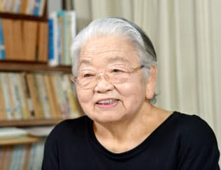 生活評論家の吉沢久子さん(2014年7月16日撮影)