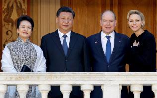 モナコの元首アルベール2世公(右から2人目)と会談した中国の習近平(シー・ジンピン)国家主席(左から2人目)=ロイター