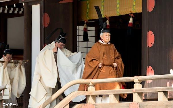 3月上旬、皇居での式典に参加する明仁天皇=ロイター