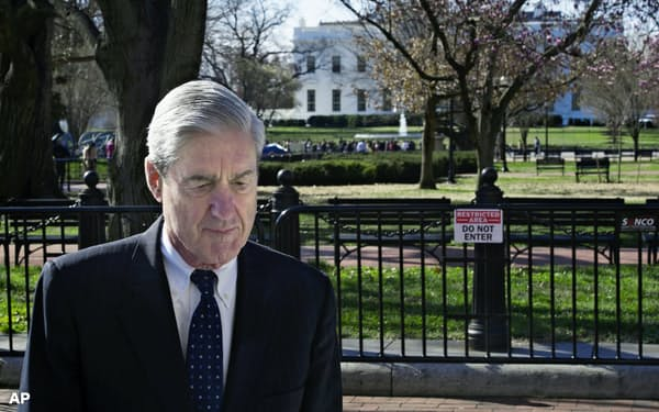 3月24日、ワシントンの教会を訪れたモラー特別検察官=AP