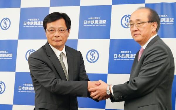 新会長に進出された北野氏(左)と退任する柿木会長