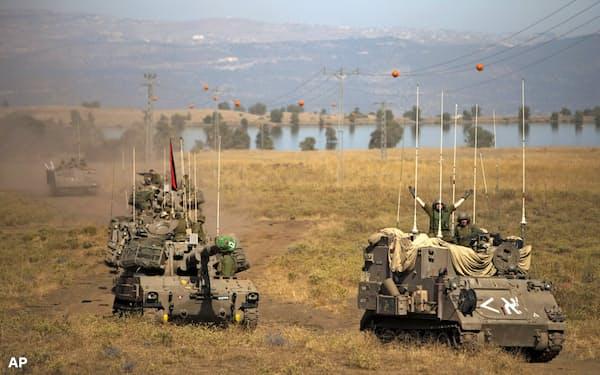 シリアのゴラン高原に展開するイスラエル軍=AP