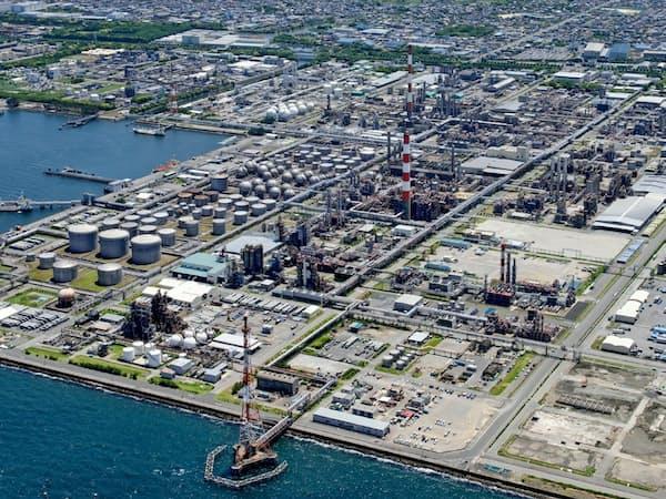 石化メーカーによる設備削減が樹脂の輸入増を招いている(写真=千葉県市原市)