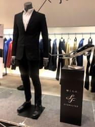 伸縮性と保温性のある素材を使った「ジュンハシモト」ブランドのコラボ紳士スーツ