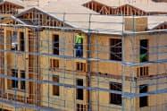 2月の米住宅着工件数は2カ月ぶりに減少した=ロイター