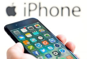 クアルコムとアップルは特許の対価を巡り、世界各地で係争を繰り広げている=ロイター