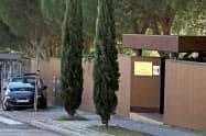 襲撃されたマドリードの北朝鮮大使館=ロイター