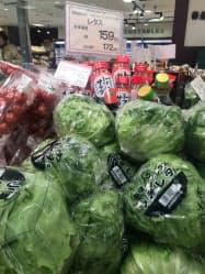 レタスは前週より5%値下がりした(都内のスーパー)