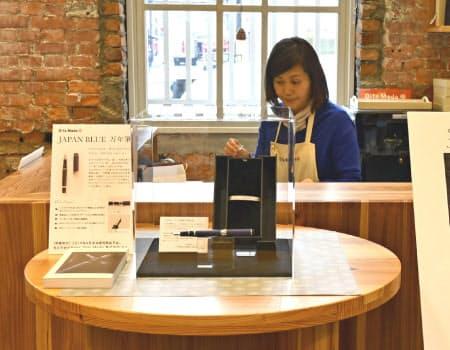 和を打ち出したデザインで、愛好家らの需要を見込む(大分市内の販売店)