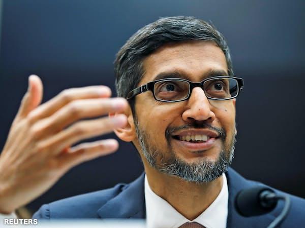 トランプ大統領はグーグルなどIT企業への批判を強めている(18年12月、議会で証言するグーグルのピチャイCEO)=ロイター