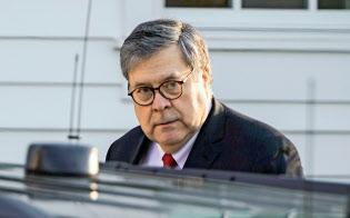 3月25日、バージニア州の自宅を出るバー米司法長官=ロイター