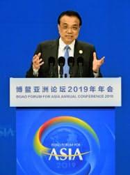 博鰲アジアフォーラム」年次総会の式典で演説する中国の李克強首相=共同