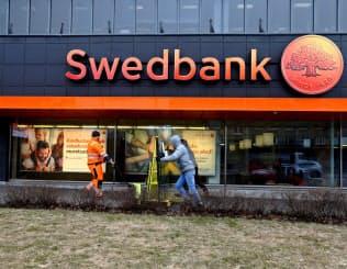 スウェーデンの銀行スウェドバンクはマネーロンダリング(資金洗浄)疑惑で最高経営責任者(CEO)が解任された=ロイター