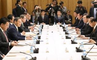 首相官邸で開かれた統合イノベーション戦略推進会議(29日)