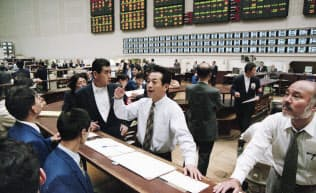 大阪証券取引所(大証)の場立ち(1997年12月5日、大阪市中央区)