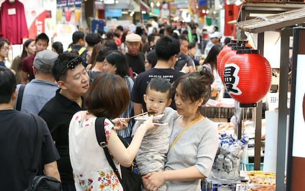 中国人観光客の減少を懸念する声も(大阪市内)