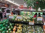 スーパーの開業が相次ぎ、個人消費の拡大につながっている(ハノイ市内)