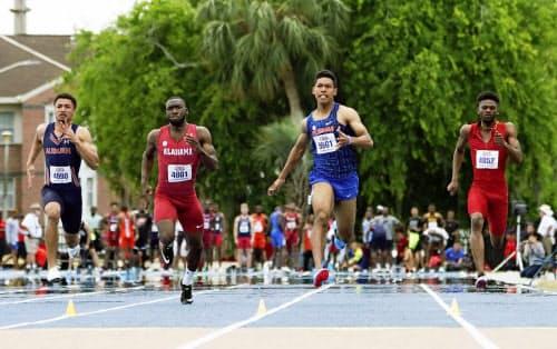 男子100メートルで10秒30のサニブラウン・ハキーム=中央右(29日、ゲインズビル)=共同