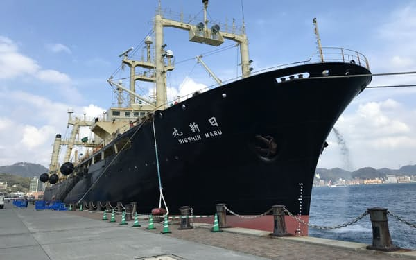 3月31日、南極海での調査捕鯨を終え帰港した捕鯨母船「日新丸」