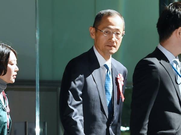 有識者懇談会のため首相官邸に入る京都大学の山中伸弥教授(1日午前)