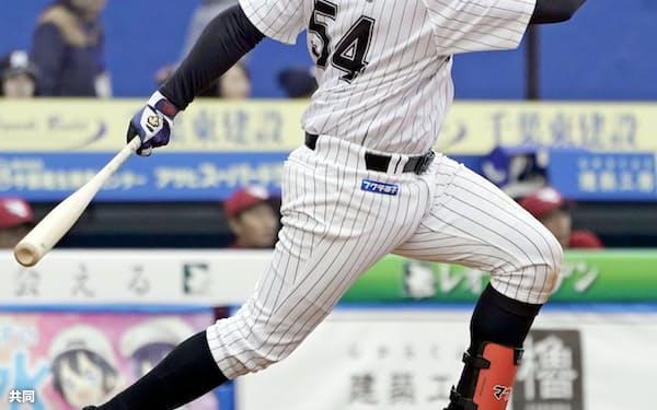レアードは早速開幕3連戦で3本塁打を放った=共同