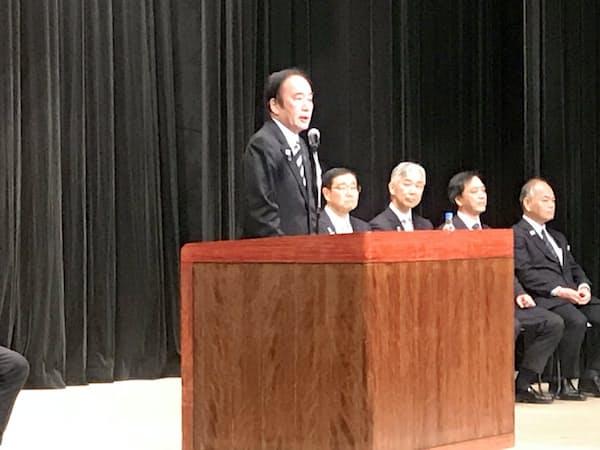入庁式で訓示する上田知事(さいたま市)