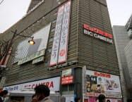 「ビックカメラ有楽町店」(東京・千代田)に「平成ありがとう/令和おめでとう」の垂れ幕が登場した
