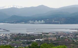 岩内温泉地区から望む北海道電力泊原子力発電所