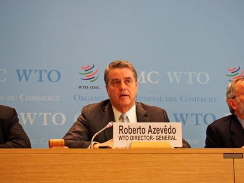 記者会見するアゼベド事務局長(2日、ジュネーブのWTO本部)