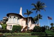 トランプ米大統領の別荘「マールアラーゴ」の建物(フロリダ州)=ロイター