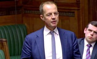 与党・保守党のボールズ議員は1日、自身が提出した代替案の否決後、離党を表明した=ロイター