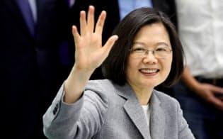 次期総統選に向け、蔡政権は中国発の偽情報拡散に神経をとがらせている=ロイター