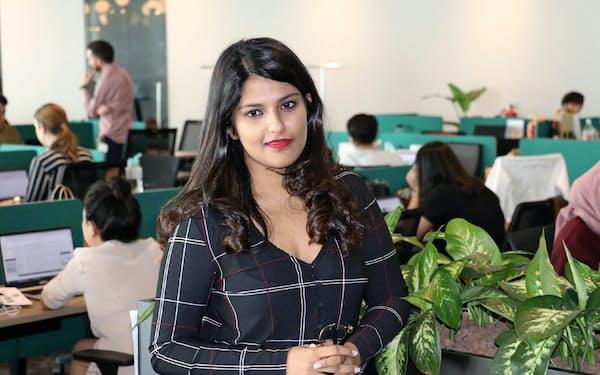 アンキティ・ボーズ氏 インド・ムンバイの大学卒業後、米マッキンゼー・アンド・カンパニーやセコイア・キャピタルに勤務。2015年にジリンゴを創業した。アジアにあるファッション関連の中小業者に材料を調達するシステムを提供する。現在はシンガポールに住み、女性起業家の育成にも力を注ぐ