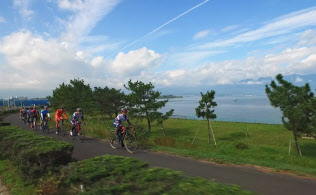 琵琶湖のほとりを自転車に乗って一周する「ビワイチ」
